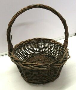 Wicker basket, vintage strong construction, very clean, ideal for small hamper