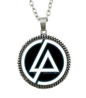 Collier Pendentif Linkin Park Fond noir, Acier argenté.