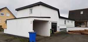 Haus mit großem Garten und 2 Garagen und unterstellplätze