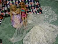grand lot  2jolies barbie et belle jupe et voile de mariée