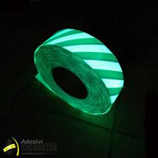 Nastro adesivo segnalazione luminescente da 50mm x 5 metri con stripe verdi