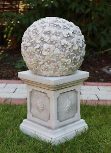 Beton Figur Kugel mit Blumenmotiv auf klassischer Säule H 46 cm Dekoelement