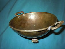 ANTIQUE HAMMERED BRASS ROUND FOOTED BOWL VINTAGE HEAVY CLAWFEET OLD HANDLES
