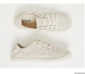 TORRID WHITE METALLIC RUCHED SNEAKERS NWT SIZE 11.5 wide