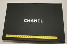 Authentique boite Chanel aimentée  ( 048 )