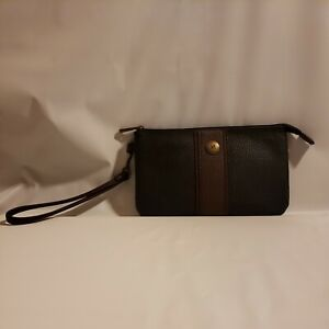 New STONE MOUNTAIN LEATHER RFID PLUGGED IN CHARGING WRISTLET WALLET
