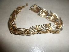 "Leaf Pattern Bracelet (7 3/4"") Euc Vintage patterened goldtone Monet Cut Out"