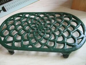 wrought/cast iron green trivet stand