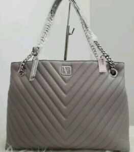 🌟New With Tags🌟 Victoria's Secret Pebbled V-Quilt Shoulder Bag. Free Shipping!