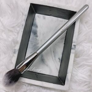 IT cosmetics ULTA Airbrush Flawless Highlight Brush #140 (blush contour) New