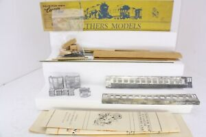 Walthers HO Scale Chicago Northshore & Milwaukee M.U. Coach Kit Unpowered 5530