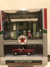 1/64 JOHNNY LIGHTNING TEXACO GAS STATION 1965 CHEVROLET PICKUP RED & WHITE