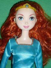 Redhead Disney Merida Brave Bambola & ORIGINALE VESTITO E CORONA ~ buone condizioni
