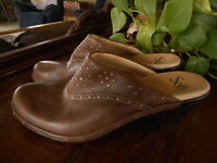 Sofft Womens Clogs Mules Brown Studded Wedge Heels 8.5 M Comfort 1009575