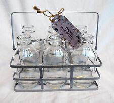 Metal Caisse avec six Rétro Miniature Bouteilles de lait/boissons/vase etc-Bnwt