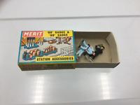 Merit 5082 OO Gauge Locomotive Crew