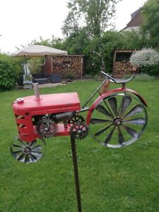 Traktor Trecker Windrad Windspiel Deko Gartenstecker  Metall 28x7xH130 cm rot