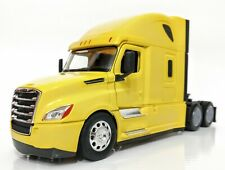 WELLY FREIGHTLINER CASCADIA ( yellow )TRANSPORTER DIECAST METAL COLLECTION NIB