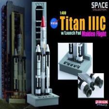 Dragon 56341 Space Nasa Titan Iiic W/Launch Pad Maiden Flight 1:400 Model Rocket