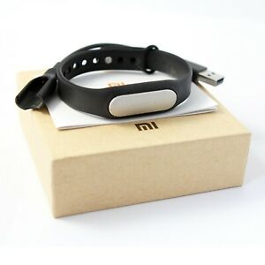 XIAOM Mi BAND FITNESS TRACKER - ORIGINAL FIRST VERSION, BOXED WITH CHARGING LEAD