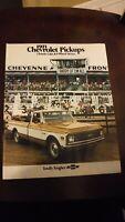 ORIGINAL 1971 CHEVROLET PICKUP & 4-WHEEL DRIVE DEALER SALES BROCHURE