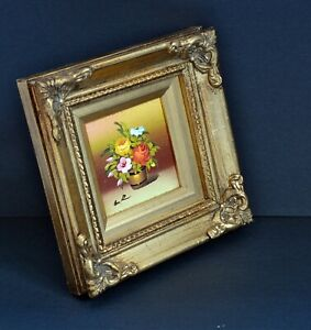 Beautiful Signed Small Vintage Oil Painting in Gilt Frame - Floral. 11 x 11cm