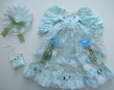 ensemble robe,chapeau & sac à main pour poupée de collection en porcelaine