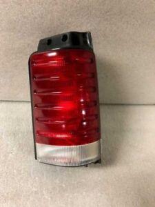 1991-1995 Chrysler Town & Country Passenger Right Tail Light  2910
