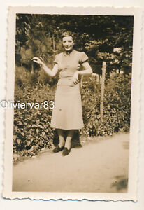 Vintage photo 1940 - pretty woman by a fence