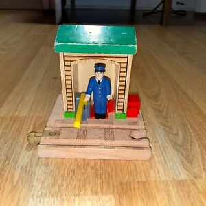 Thomas & Friends Wooden Railway Train Tank Engine - Conductor Shed 5 Track