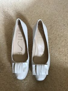 Unisa Leather Cream Pearlescent Platform Heeled Shoes Size 5