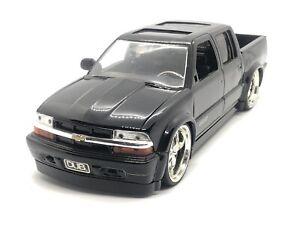 Jada Dub City 1/24 Scale 2000 Chevrolet S10r Black 4 Door Chevy Pickup Display