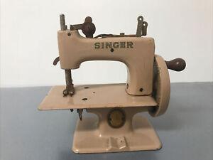 Vintage SINGER 20 SEWHANDY MINI CHILDS Beige SEWING MACHINE