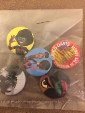 3 Packs of 5 Miles Davis Evolution Of The Groove Pin Set