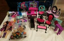 LARGE LOT OF MONSTER HIGH LOT OF INCOMPLETE DOLLS, HOUSES, FURNITURE ACCESSORIES