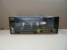 Road Signatures Presidential Series 1938 Cadillac V-16 Limo 1:24