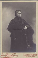 Portrait une femme agée par Léo Barthe Salies-de-Béarn Villa Viviane Vintage