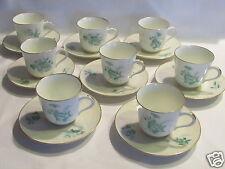 Belle série de huit tasses en porcelaine de Paris décorée main décor floral vert