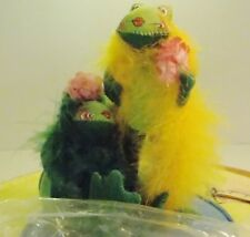 Annalee Fabulous Floozy Frogs Boa Pink Flower Signed Charles Thorndike 1998