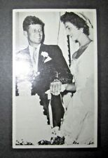 JOHN F. KENNEDY / JACQUELINE BOUVIER WEDDING POSTCARD 1953 NM