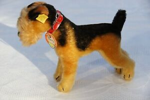 RARE Steiff ORIGINAL Terry Airedale Terrier Dog with Collar MINT 1317,0Germany