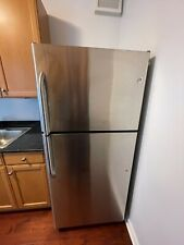 GE Refrigerator 17.7 Cu Ft with Ice-maker and Water dispenser