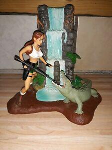 Lara Croft Diorama Wasserfall / Krokodil