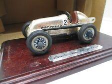 Schuco: Mercedes Silberpfeil 1936 auf Holzpodest Nr. 019 183  (SSK7)