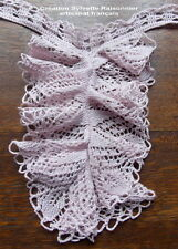 JABOT EN DENTELLE MAUVE GRAND VOLANT FAIT MAIN CREATION SYLVETTE RAISONNIER
