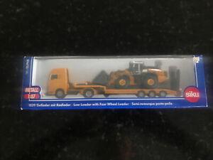 SIKU 1839 1/87 MAN truck towing Liebherr 580 front loader (MIB)