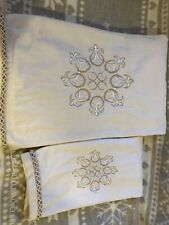 Embroidered TOWEL set (2) Set By Kassa Fina.