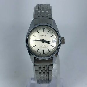 Vintage Timex Womens Wind Up White Dial Silver Tone Stainless Steel Analog Watch