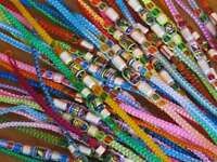 50 elegante Keramik-Freundschaftsbänder -  PERU