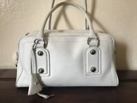 Beautiful BALLY White Leather silver Hardware Shoulder Bag!
